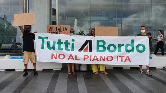 I lavoratori e le lavoratrici Alitalia sono in lotta da mesi contro il progetto ITA
