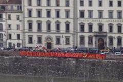 firenze_antifascista_striscione_noi_non_scordiamo_fascisti_assassini_dax_vive_emilio_resisti