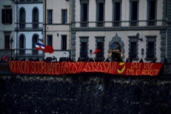 p_firenze_antifascista_striscione_noi_non_scordiamo_fascisti_assassini_dax_vive_emilio_resisti_2